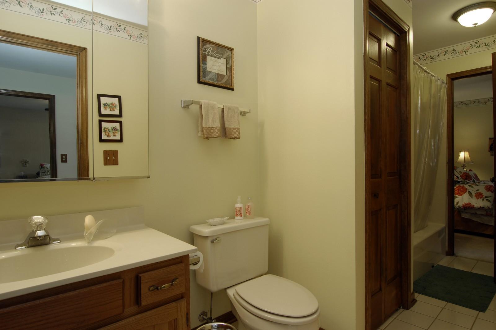 Real Estate Photography - 900 Saddlewood Dr, Glen Ellyn, IL, 60137 - 2nd Bathroom
