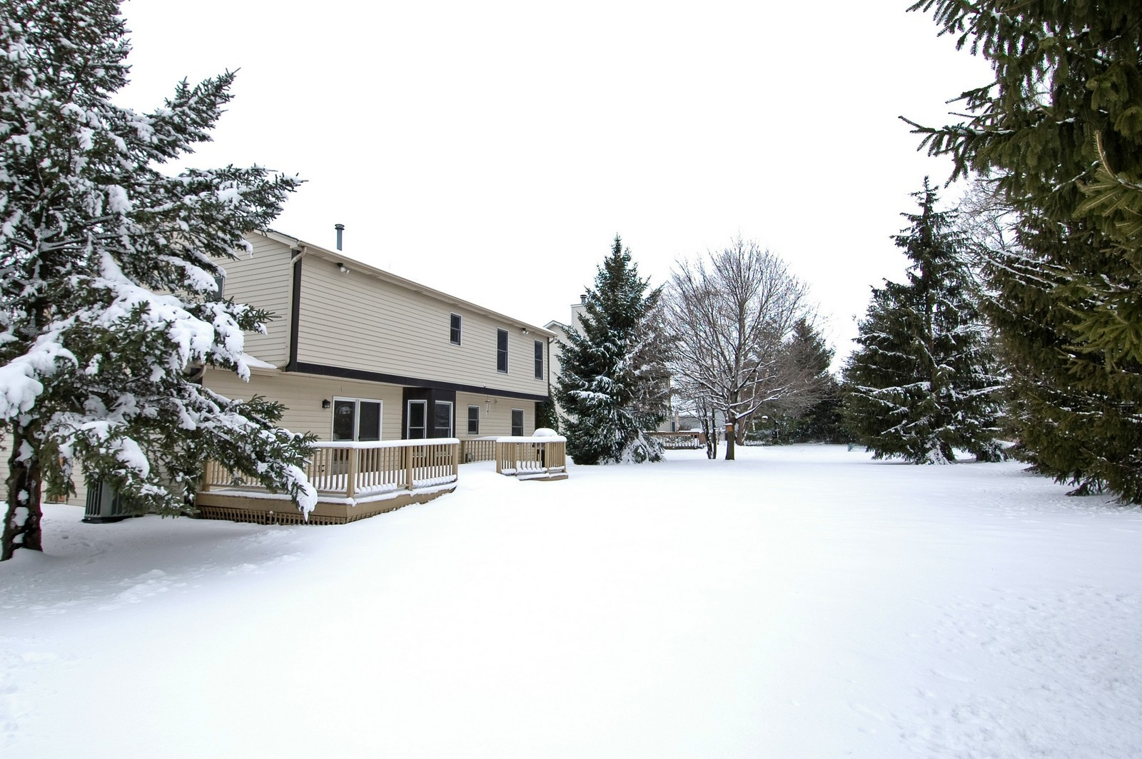 Real Estate Photography - 62 Crystal Ridge Dr, Crystal Lake, IL, 60012 - Rear View