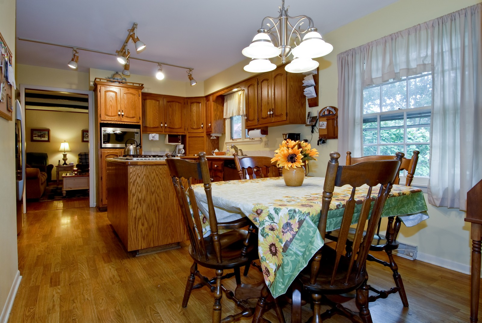 Real Estate Photography - 1157 Chillem Dr, Batavia, IL, 60510 - Kitchen / Breakfast Room