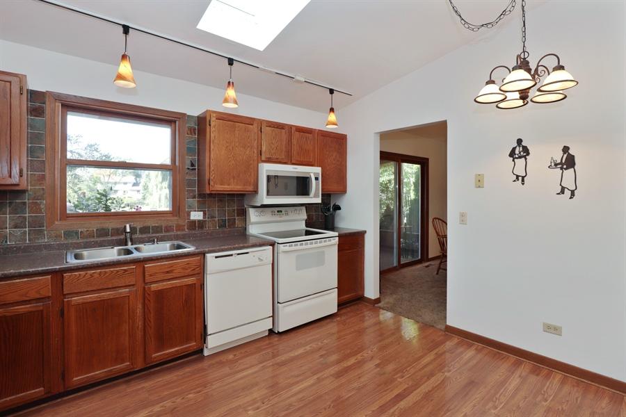 Real Estate Photography - 406 Pheasant Ridge Ct, Lindenhurst, IL, 60046 - Kitchen / Breakfast Room