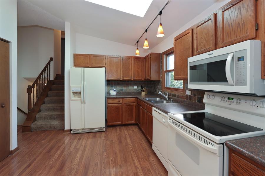 Real Estate Photography - 406 Pheasant Ridge Ct, Lindenhurst, IL, 60046 - Kitchen