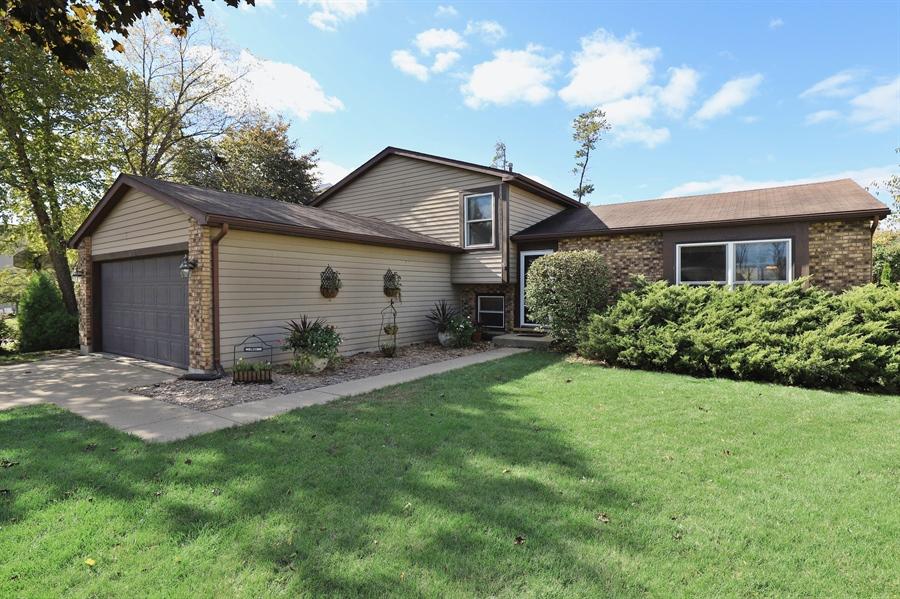 Real Estate Photography - 406 Pheasant Ridge Ct, Lindenhurst, IL, 60046 - Rear View