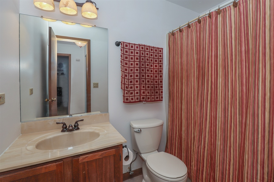Real Estate Photography - 406 Pheasant Ridge Ct, Lindenhurst, IL, 60046 - Bathroom