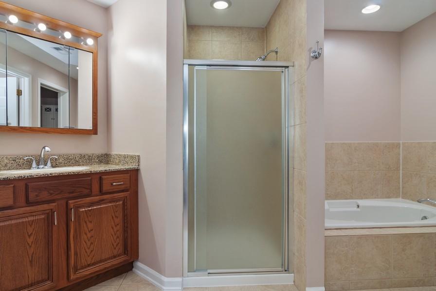Real Estate Photography - 114 Hillwood Pl, Aurora, IL, 60506 - Master Bathroom