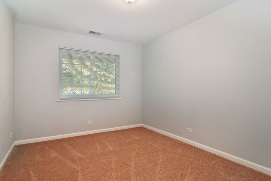 Real Estate Photography - 114 Hillwood Pl, Aurora, IL, 60506 - 2nd Bedroom