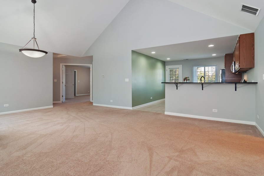 Real Estate Photography - 114 Hillwood Pl, Aurora, IL, 60506 - Dining Room