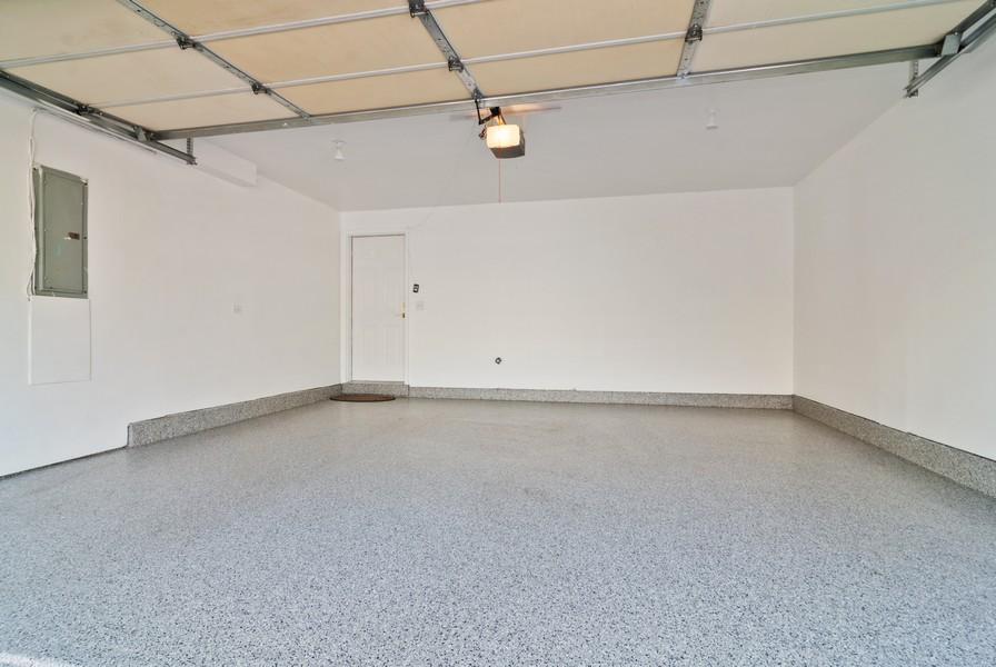 Real Estate Photography - 114 Hillwood Pl, Aurora, IL, 60506 - Garage