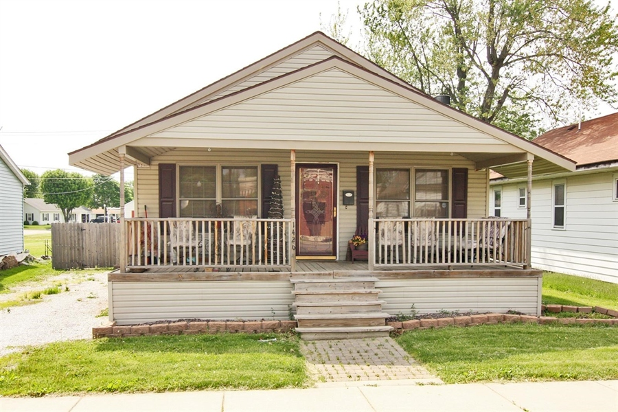 Real Estate Photography - 1426 S Anderson St, Elwood, IN, 46036 - Exterior Front