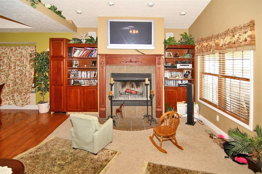 Real Estate Photography - 1426 S Anderson St, Elwood, IN, 46036 - Family Room