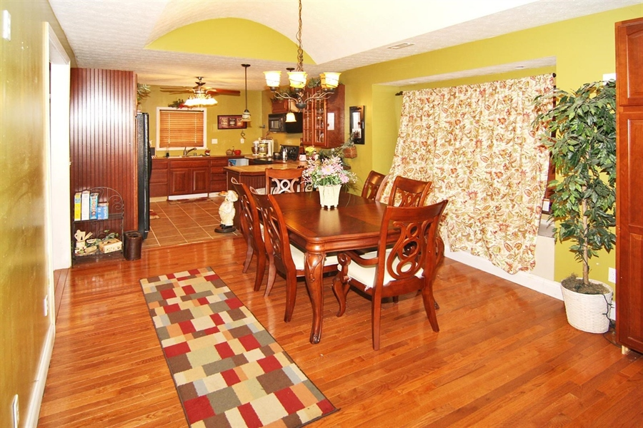 Real Estate Photography - 1426 S Anderson St, Elwood, IN, 46036 - Breakfast Area/Room