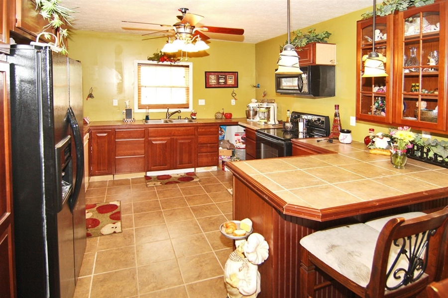 Real Estate Photography - 1426 S Anderson St, Elwood, IN, 46036 - Kitchen