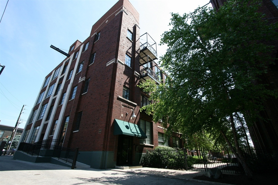 Real Estate Photography - 624 E Walnut St, Apt 26, Indianapolis, IN, 46204 - Location 1