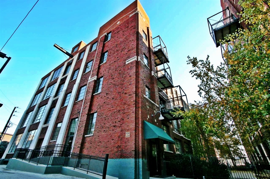 Real Estate Photography - 624 E Walnut St, Apt 26, Indianapolis, IN, 46204 - Location 2