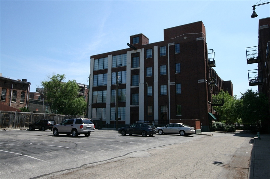 Real Estate Photography - 624 E Walnut St, Apt 26, Indianapolis, IN, 46204 - Location 3