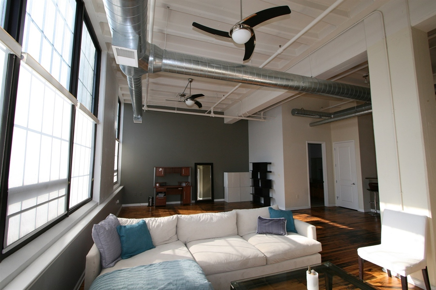 Real Estate Photography - 624 E Walnut St, Apt 26, Indianapolis, IN, 46204 - Location 10
