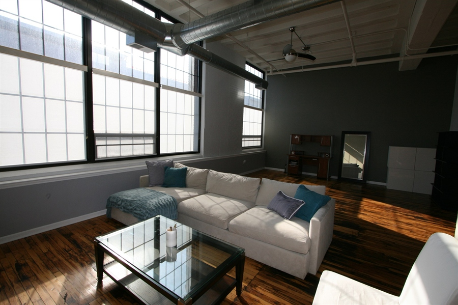 Real Estate Photography - 624 E Walnut St, Apt 26, Indianapolis, IN, 46204 - Location 11