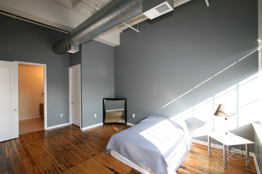 Real Estate Photography - 624 E Walnut St, Apt 26, Indianapolis, IN, 46204 - Location 18