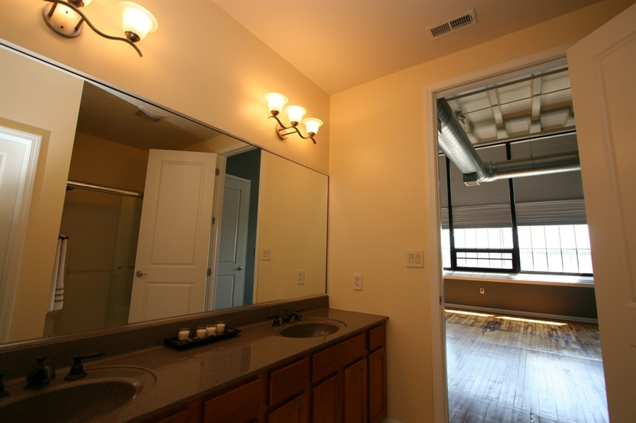 Real Estate Photography - 624 E Walnut St, Apt 26, Indianapolis, IN, 46204 - Location 21