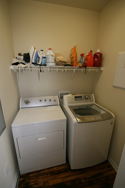 Real Estate Photography - 624 E Walnut St, Apt 26, Indianapolis, IN, 46204 - Location 22