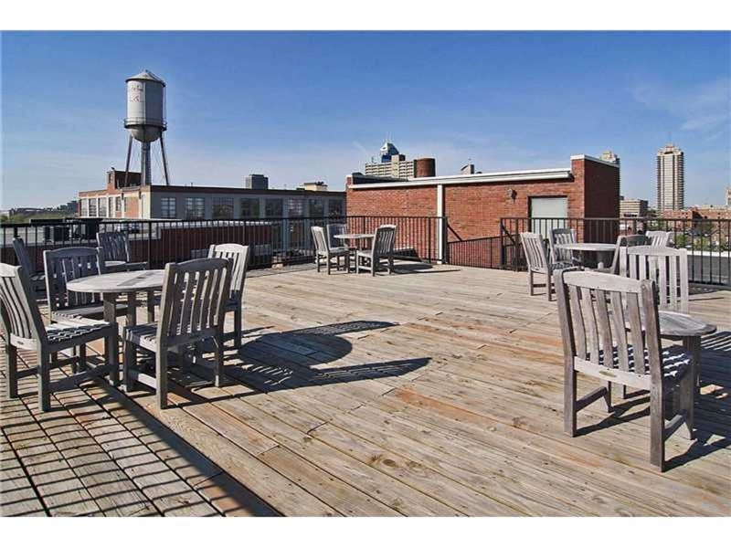 Real Estate Photography - 624 E Walnut St, Apt 26, Indianapolis, IN, 46204 - Location 23