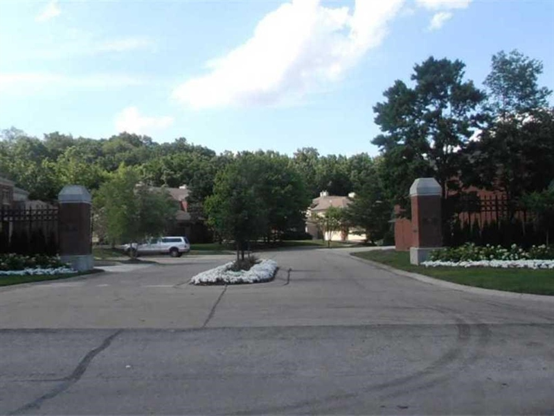 Real Estate Photography - 6530 Meridian Pkwy, Apt C, Indianapolis, IN, 46220 - Location 2