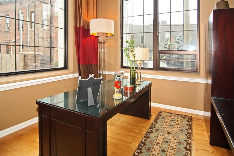 Real Estate Photography - 624 E Walnut St, Apt 11, Indianapolis, IN, 46204 - Location 21
