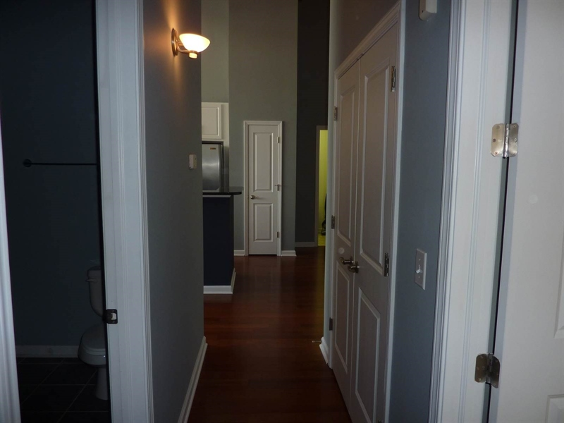 Real Estate Photography - 630 N College Ave, Apt 206, Indianapolis, IN, 46204 - Location 19