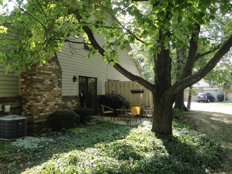 Real Estate Photography - 9052 Pine Cone Way, Indianapolis, IN, 46268 - Location 24