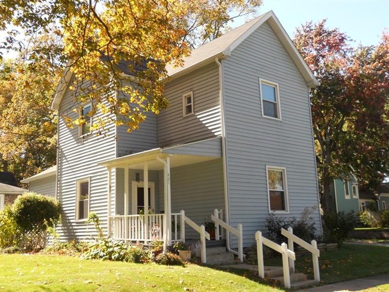 Real Estate Photography - 421 W High St, Pendleton, IN, 46064 - Location 1