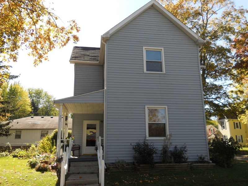 Real Estate Photography - 421 W High St, Pendleton, IN, 46064 - Location 2