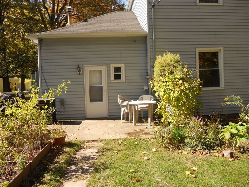Real Estate Photography - 421 W High St, Pendleton, IN, 46064 - Location 23
