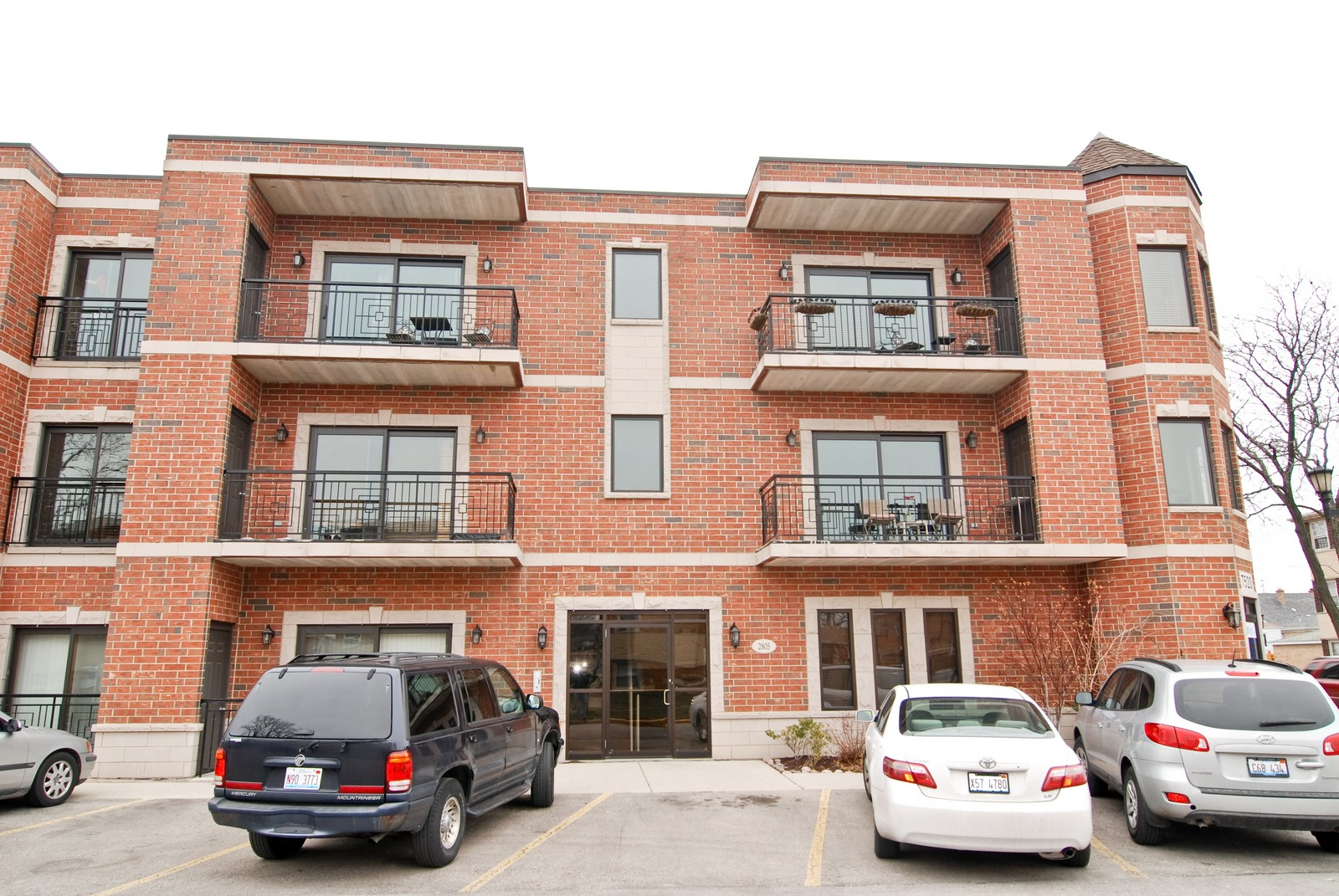Real Estate Photography - 2805 N 75th Ct, Unit 1B, Elmwood Park, IL, 60707 - Front View