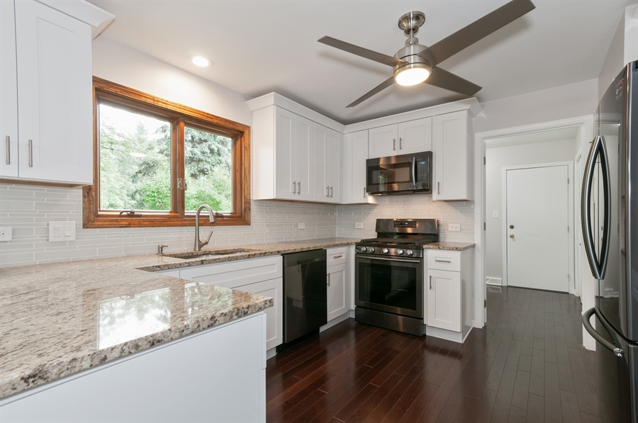 Real Estate Photography - 2868 Valley Forge Rd, Lisle, IL, 60532 - Kitchen