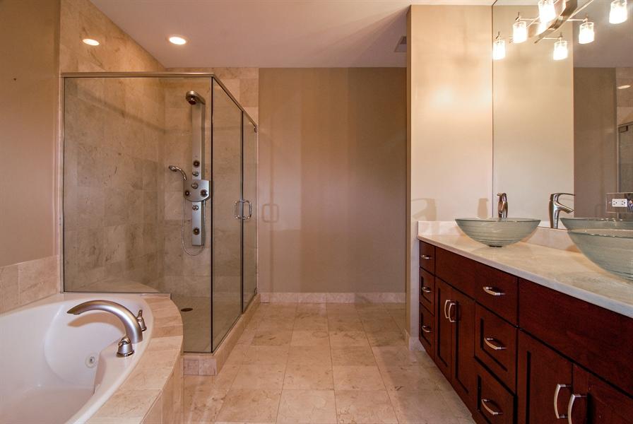 Real Estate Photography - 520 S Washington, Unit 501, Naperville, IL, 60540 - Master Bathroom
