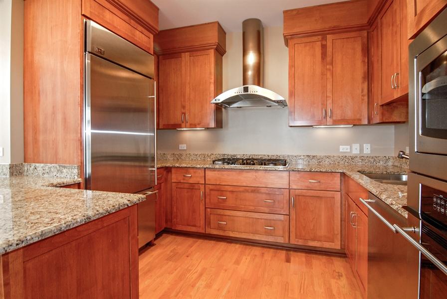 Real Estate Photography - 520 S Washington, Unit 501, Naperville, IL, 60540 - Kitchen