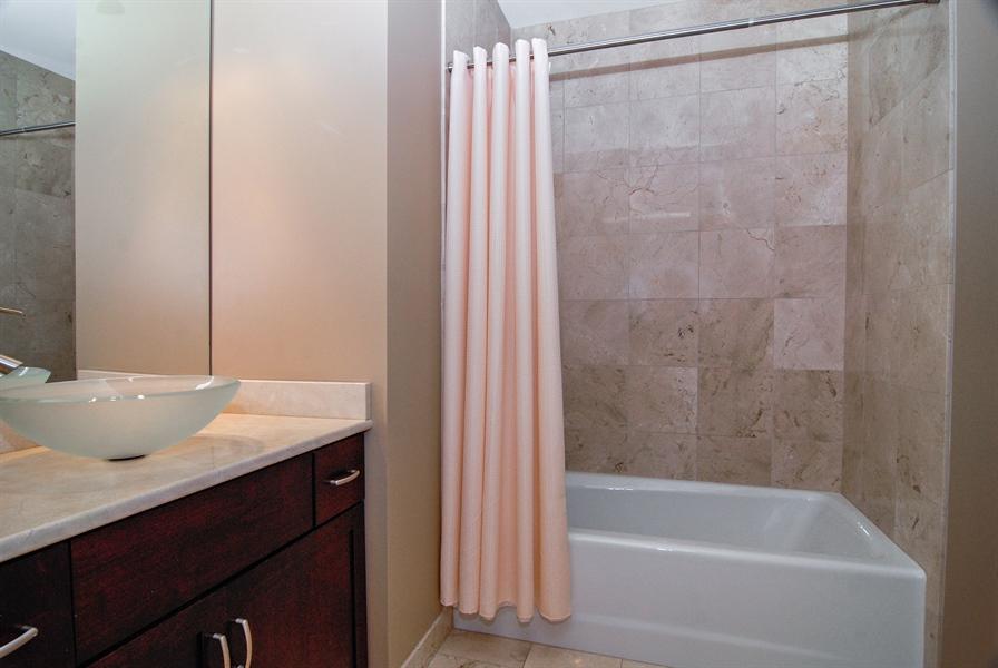 Real Estate Photography - 520 S Washington, Unit 501, Naperville, IL, 60540 - 2nd Bathroom