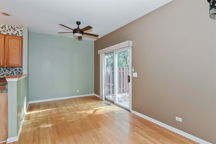 Real Estate Photography - 544 Harlowe Ln, 544, Naperville, IL, 60565 - Breakfast Nook