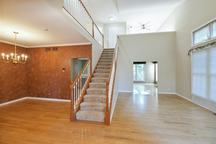 Real Estate Photography - 544 Harlowe Ln, 544, Naperville, IL, 60565 - Entryway