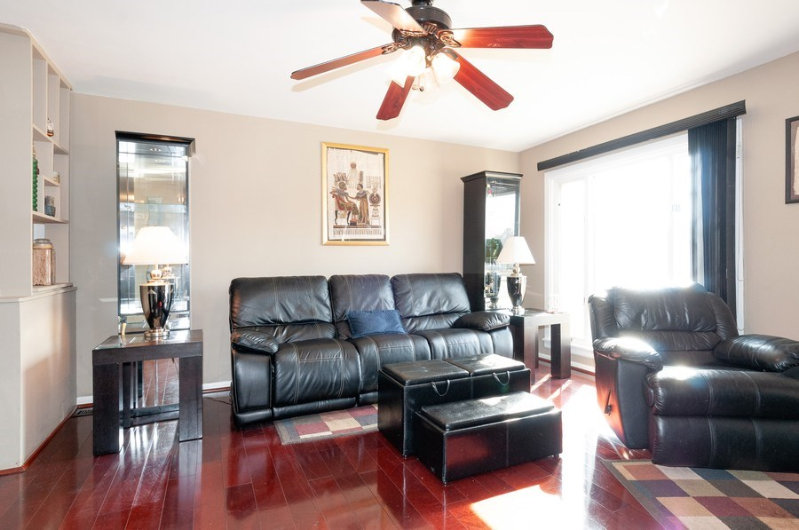 Real Estate Photography - 405 FENTON Ave, Romeoville, IL, 60446 - Living Room