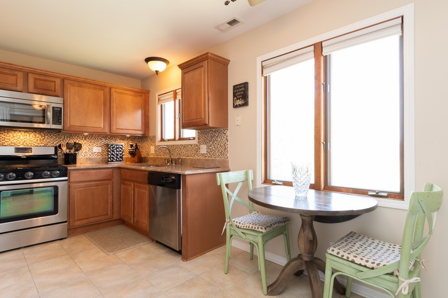 Real Estate Photography - 986 West Ct, Naperville, IL, 60563 - Kitchen / Breakfast Room