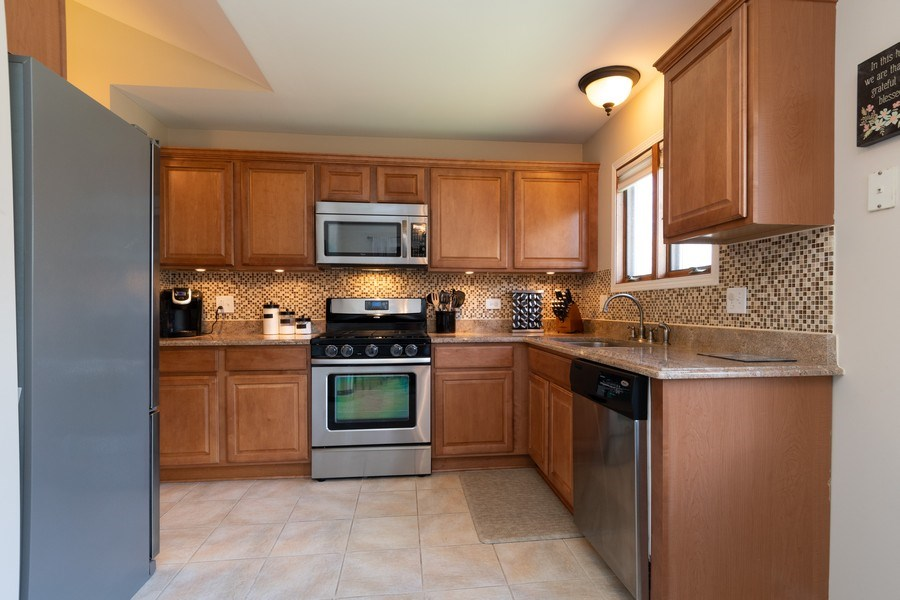 Real Estate Photography - 986 West Ct, Naperville, IL, 60563 - Kitchen