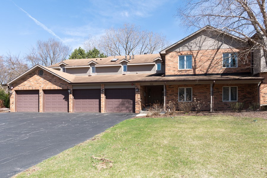Real Estate Photography - 986 West Ct, Naperville, IL, 60563 - Front View