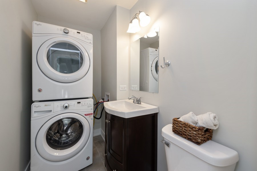 Real Estate Photography - 11 Shore Ct, Oswego, IL, 60543 - Bathroom