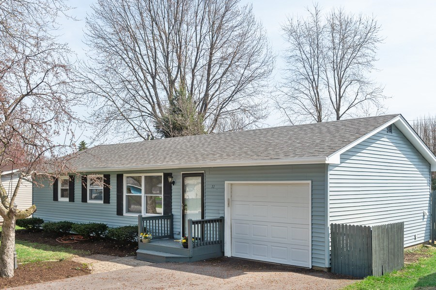 Real Estate Photography - 11 Shore Ct, Oswego, IL, 60543 - Front View