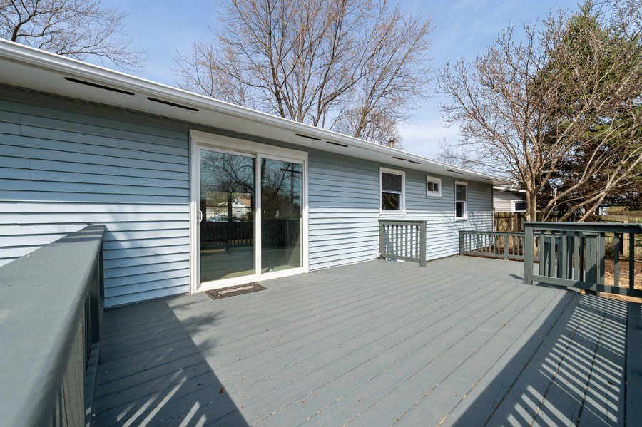 Real Estate Photography - 11 Shore Ct, Oswego, IL, 60543 - Deck
