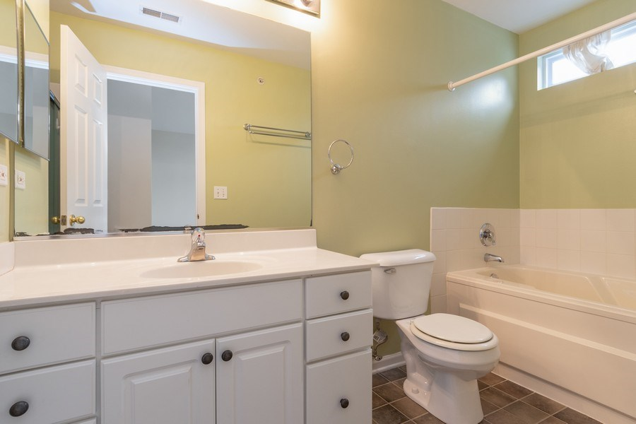 Real Estate Photography - 927 Creekside Cir, Lombard, IL, 60148 - Master Bathroom