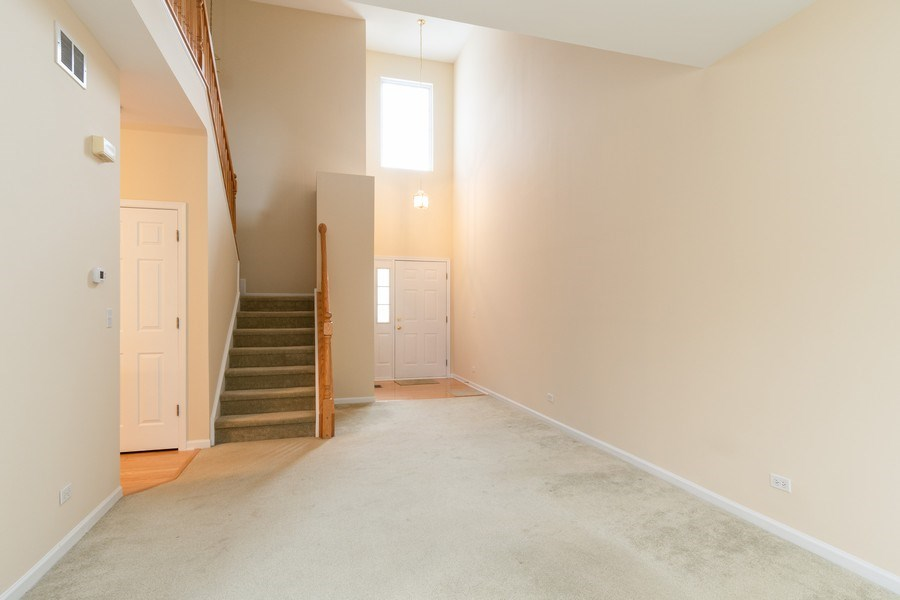 Real Estate Photography - 927 Creekside Cir, Lombard, IL, 60148 - Family Room