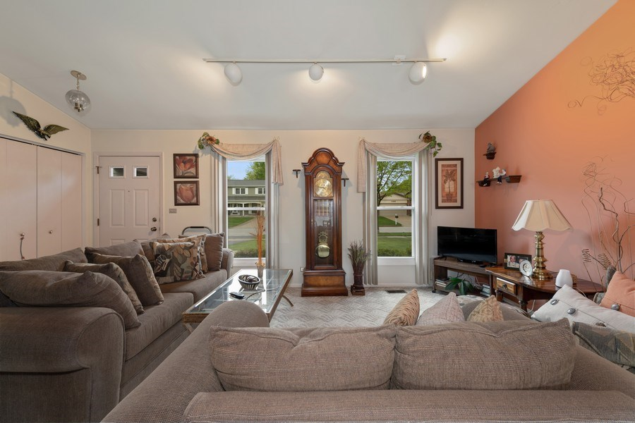 Real Estate Photography - 1161 Parker Ave, Downers Grove, IL, 60516 - Foyer/Living Room