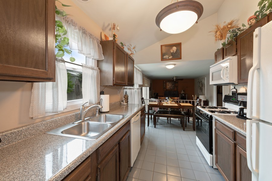 Real Estate Photography - 1161 Parker Ave, Downers Grove, IL, 60516 - Kitchen