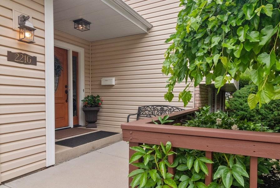 Real Estate Photography - 2210 Kingston, Wheaton, IL, 60189 - Entryway